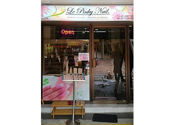 Le Pinky Nail